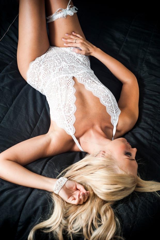 Helenan boudoir-kuvaus. Kuva: Jenna Lehtonen